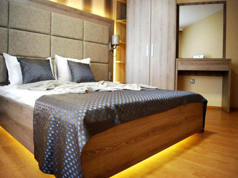 Нощувка за до четирима в апартаменти Палас Делукс, Поморие, снимка 7