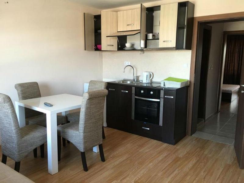Нощувка за до четирима в апартаменти Палас Делукс, Поморие, снимка 9