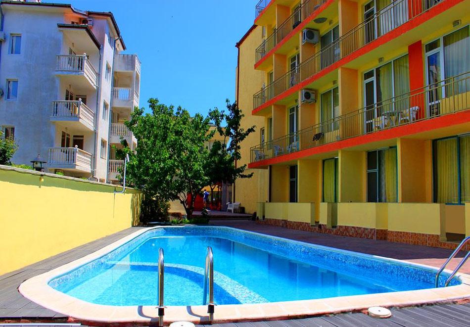 Ранни записвания за лято 2021! Нощувка на човек + басейн в хотел Риор, Слънчев бряг. Дете до 12г. – БЕЗПЛАТНО, снимка 2