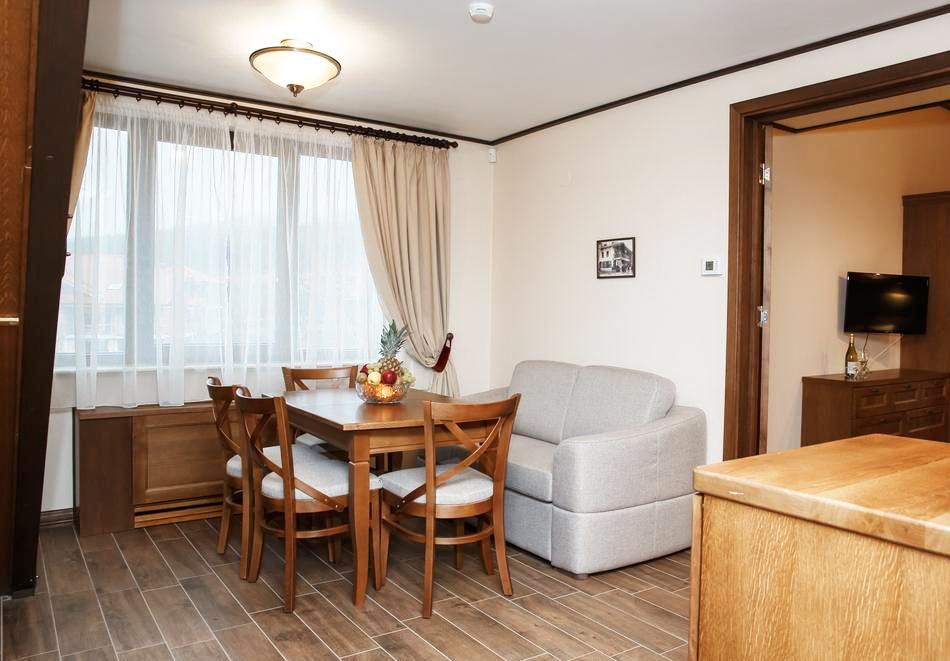 1 или 2 нощувки на човек със закуски и вечери + топъл басейн и СПА в хотел 7 Пулс & СПА Апартмънтс, Банско, снимка 13