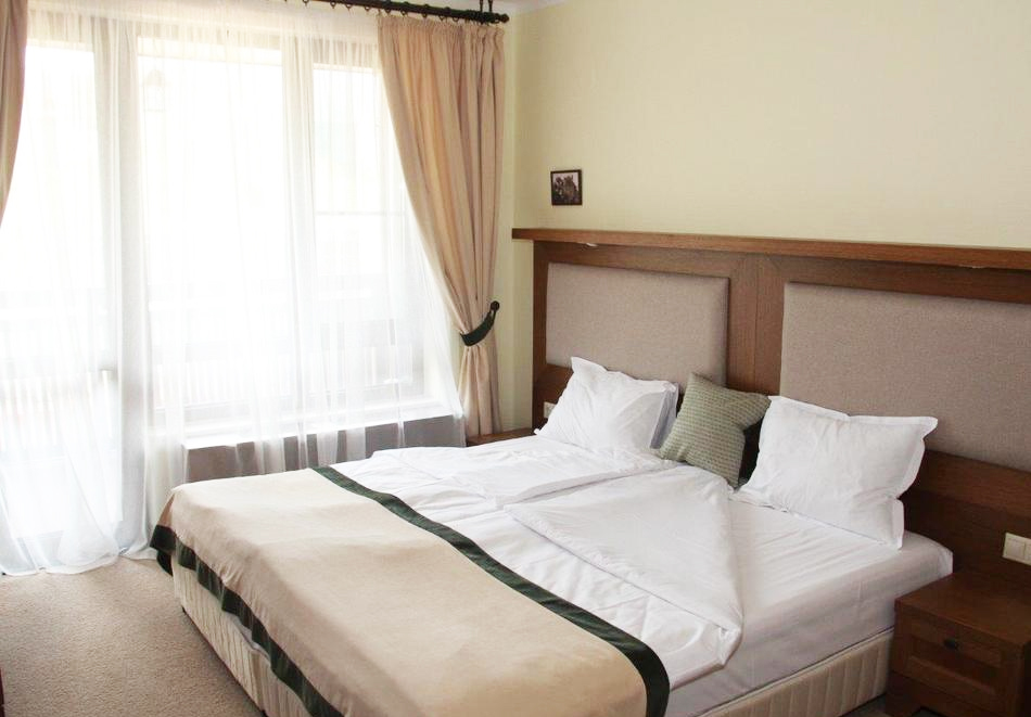 1 или 2 нощувки на човек със закуски и вечери + топъл басейн и СПА в хотел 7 Пулс & СПА Апартмънтс, Банско, снимка 14
