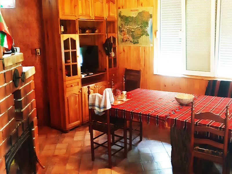 Нощувка на човек със закуска и вечеря в къща за гости Ночеви, с. Мадара, снимка 3