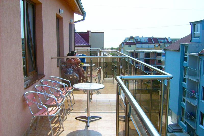Нощувка за 2-ма, 3-ма или 4-ма + басейн в семеен хотел Елена, на 150м. от плажа в Приморско, снимка 5