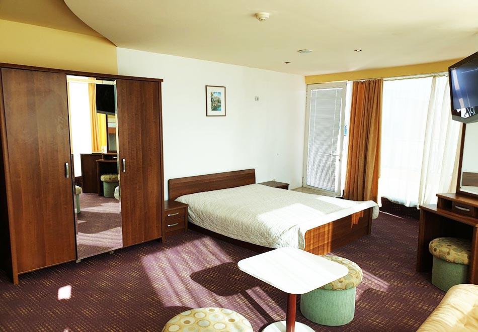 На ПЪРВА ЛИНИЯ в Китен! 5 нощувки на човек със закуски, обеди и вечери + басейн в хотел Елит, снимка 14