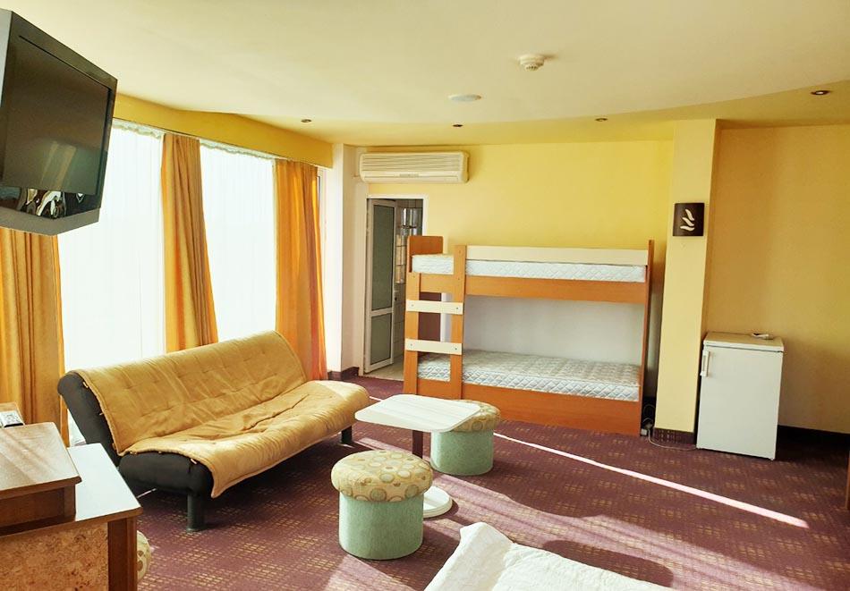 На ПЪРВА ЛИНИЯ в Китен! 5 нощувки на човек със закуски, обеди и вечери + басейн в хотел Елит, снимка 13