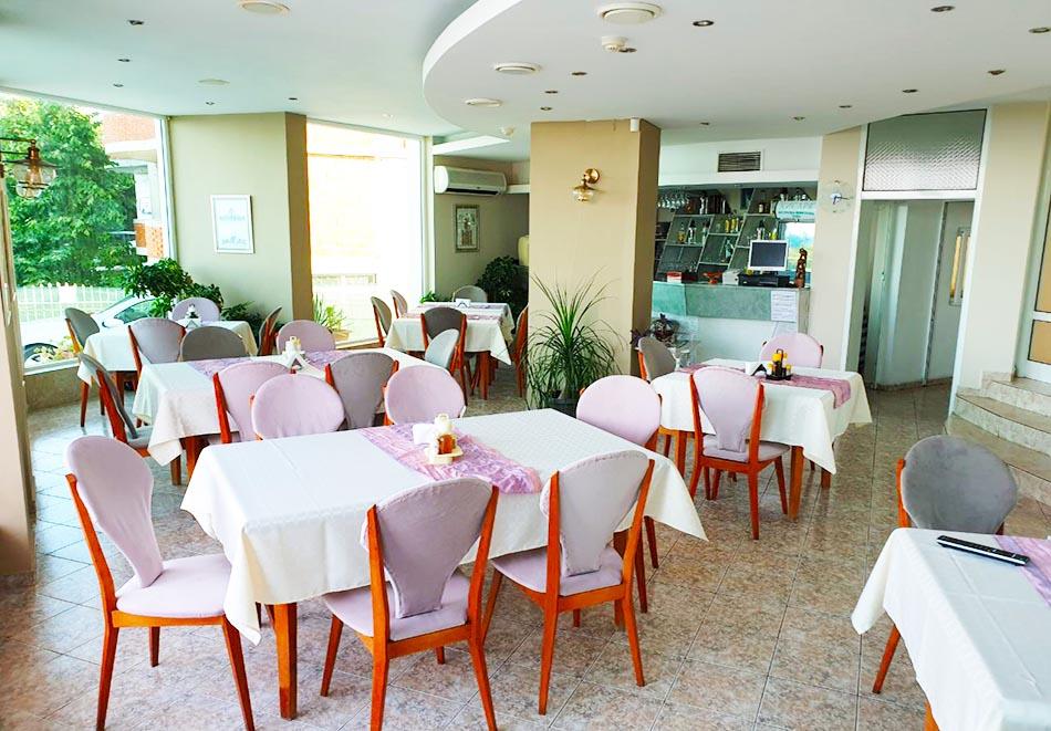 На ПЪРВА ЛИНИЯ в Китен! 5 нощувки на човек със закуски, обеди и вечери + басейн в хотел Елит, снимка 16