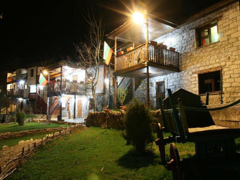 Нощувка на човек със закуска и вечеря от Вилно селище Сабазий, местност Сини Връх, до Белинташ, снимка 10