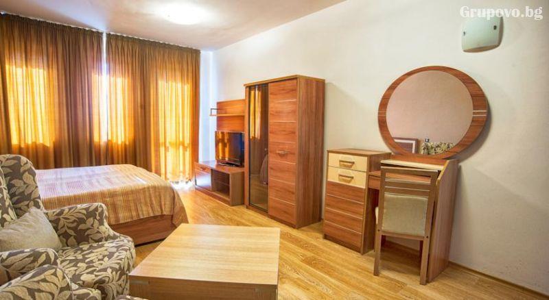4 или 5 делнични нощувки на човек със закуски + МИНЕРАЛЕН басейн, сауна и парна баня в хотел Си Комфорт***, Хисаря, снимка 7