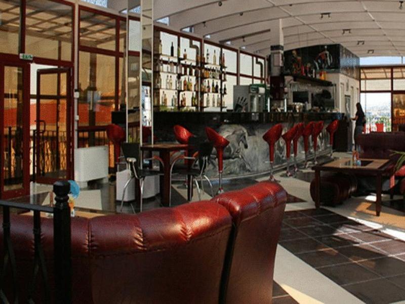 8-ми март в хотел Амбарица, Горна Оряховица! 1 или 2 нощувки на човек със закуски и празнична вечеря + басейн с джакуси и релакс пакет, снимка 10