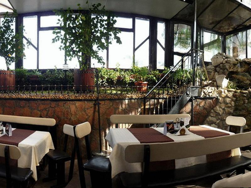 8-ми март в хотел Амбарица, Горна Оряховица! 1 или 2 нощувки на човек със закуски и празнична вечеря + басейн с джакуси и релакс пакет, снимка 8
