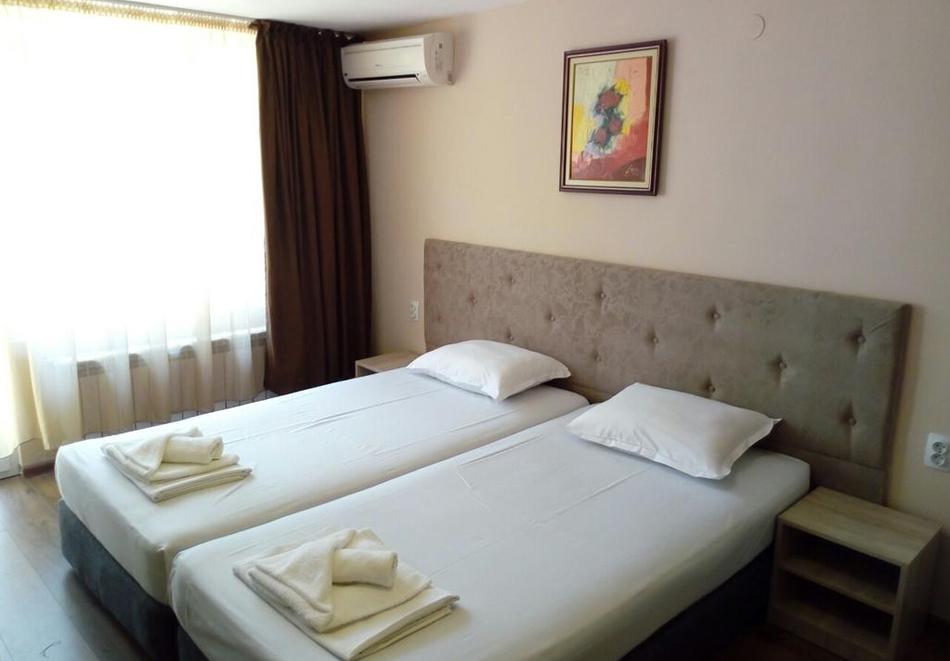 Нощувка със закуска, вечеря* на човек + вътрешен минеранел басейн и сауна в хотел Панорама*** , Сандански, снимка 7