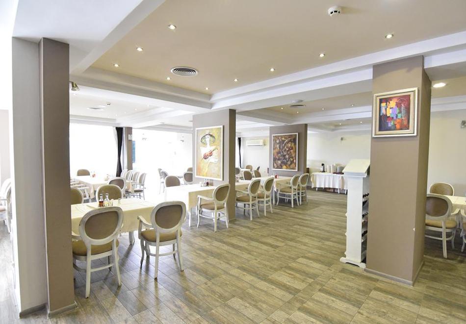 Нощувка със закуска, вечеря* на човек + вътрешен минеранел басейн и сауна в хотел Панорама*** , Сандански, снимка 6