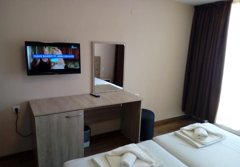 Нощувка със закуска, вечеря* на човек + вътрешен минеранел басейн и сауна в хотел Панорама*** , Сандански, снимка 8