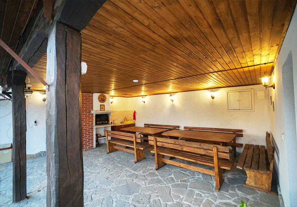 2 + нощувки в самостоятелна къщичка за до 13 човека с барбекю и механа в Хаджи Кальовата къща, с. Тъжа, край Павел Баня, снимка 7
