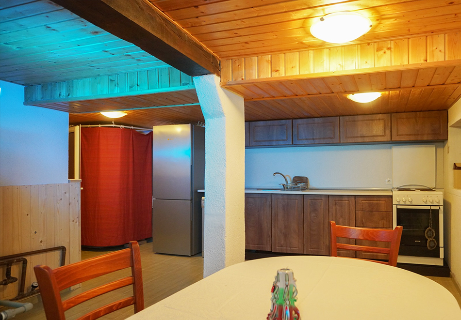 Наем на самостоятелна къщичка за до 14 човека с барбекю и механа в Хаджи Кальовата къща, с. Тъжа, край Павел Баня, снимка 9