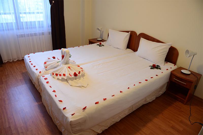 4 нощувки на човек със закуски и вечери от Семеен хотел Холидей Груп, Банско, снимка 8