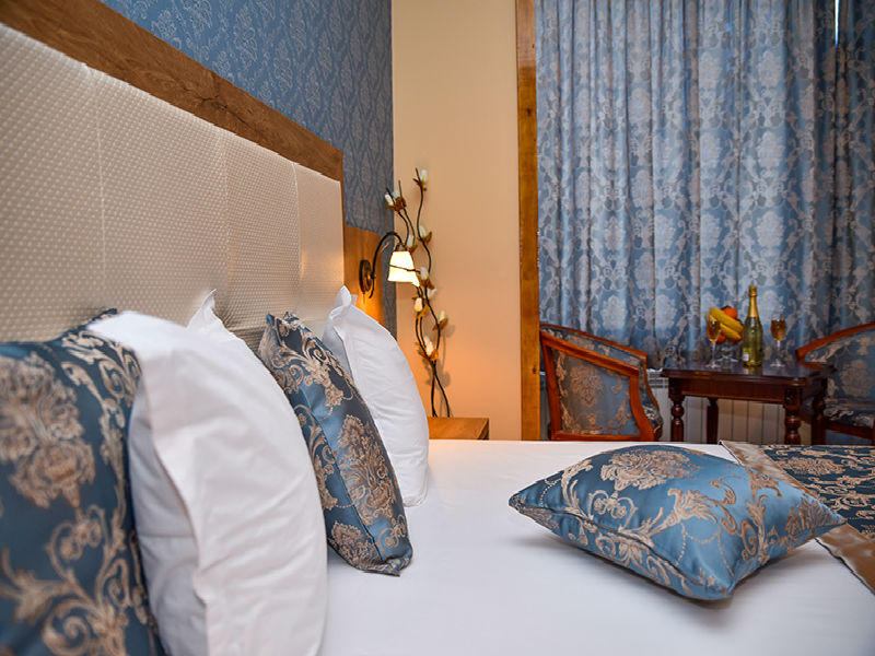 Нощувка на човек със закуска в хотел Лъки, Велико Търново, снимка 6