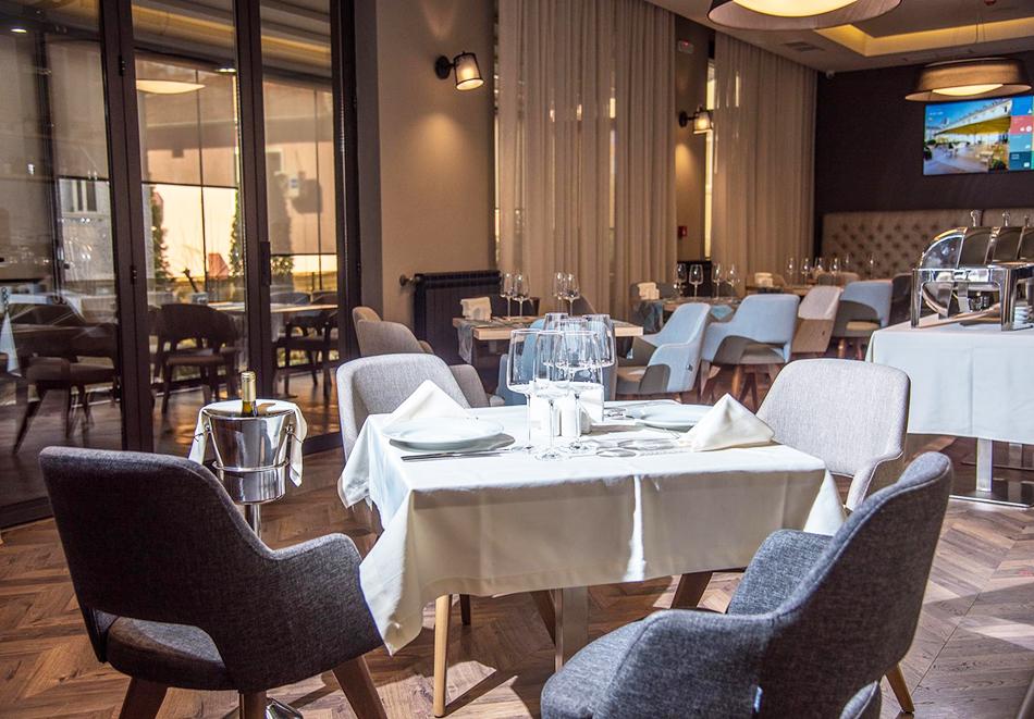 Нова година в Пловдив! Нощувка на човек + празнична вечеря с неограничена консумация на напитки и брънч от хотел Бест Уестърн Премиер****, снимка 4