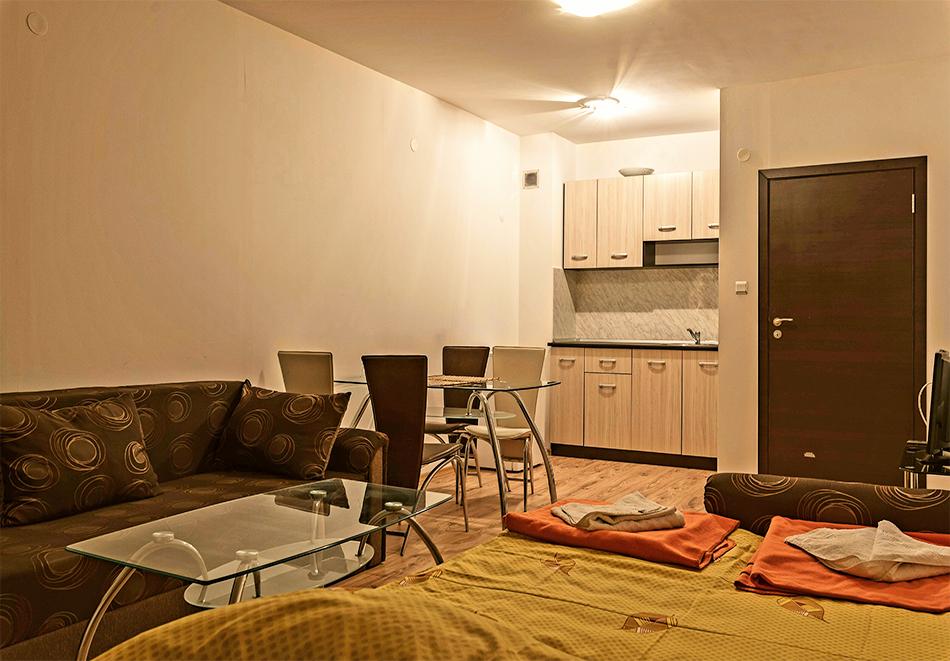 Нощувка на човек със закуска, обяд и вечеря + басейн и сауна в комплекс Поларис Ин, Банско, снимка 5