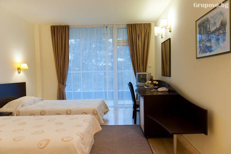 Нощувка на човек със закуска и вечеря + минерален басейн и релакс зона от хотел Астрея, Хисаря, снимка 14