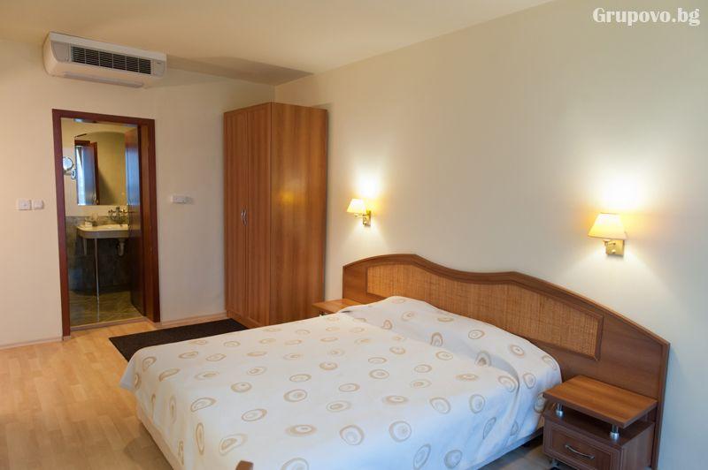 Нощувка на човек със закуска и вечеря + минерален басейн и релакс зона от хотел Астрея, Хисаря, снимка 13