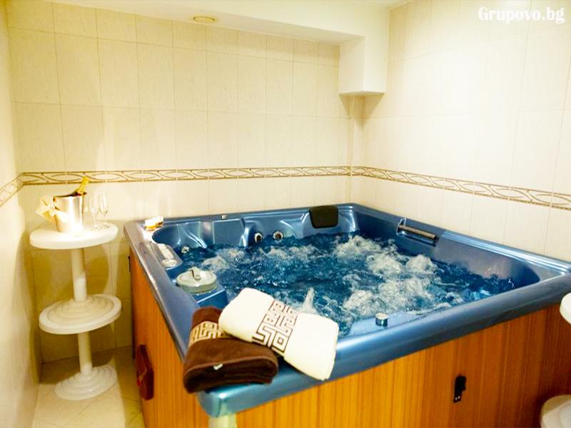 Нощувка на човек със закуска и вечеря + минерален басейн и релакс зона от хотел Астрея, Хисаря, снимка 7