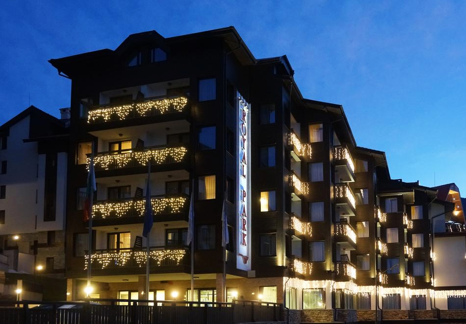 Коледа в Банско! 2 нощувки на човек в апартаментна част със закуски, по желание вечери, едната празнична + басейн и уелнес пакет от Роял Парк хотел и апартаменти, Банско, снимка 2