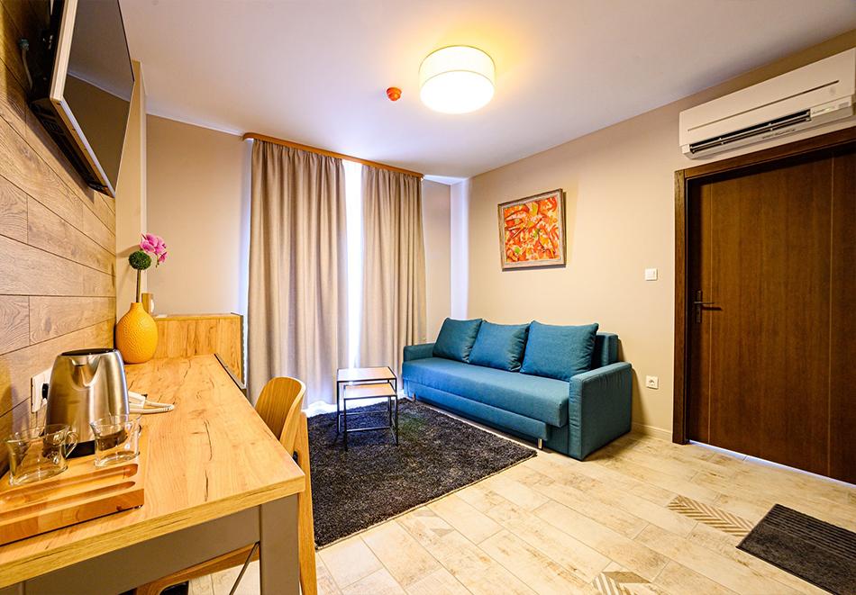 2 или 3 нощувки на човек със закуски и вечери с напитки + ТОПЪЛ басейн и релакс зона от хотел Антик, Павел Баня, снимка 15