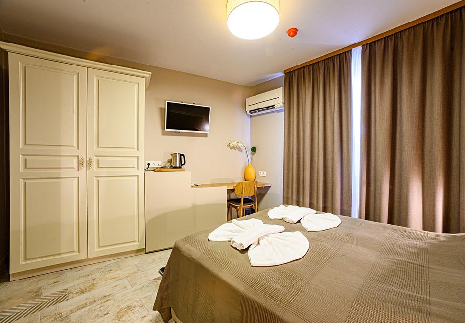 2 или 3 нощувки на човек със закуски и вечери с напитки + ТОПЪЛ басейн и релакс зона от хотел Антик, Павел Баня, снимка 10