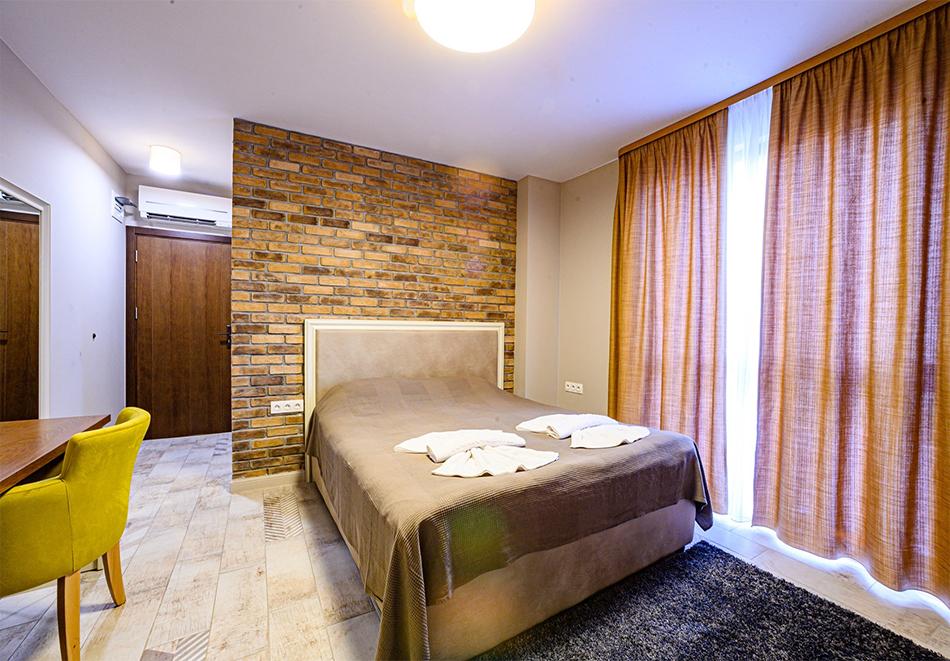 2 или 3 нощувки на човек със закуски и вечери с напитки + ТОПЪЛ басейн и релакс зона от хотел Антик, Павел Баня, снимка 8