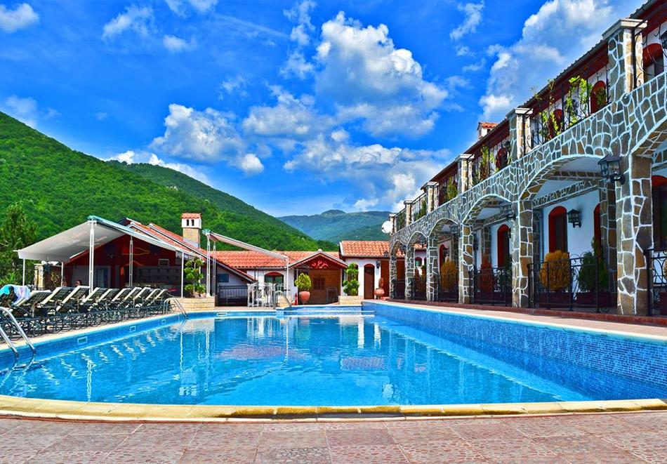 Хотел Чилингира, язовир Въча