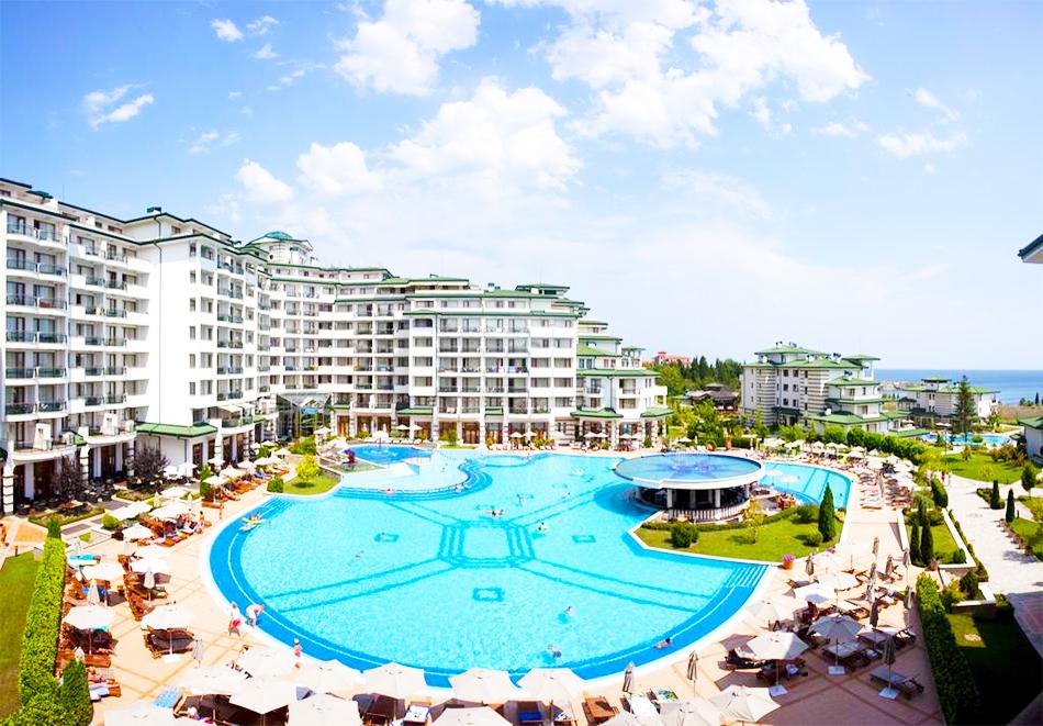 2+ нощувки на човек със закуски + басейн и СПА в хотел Емералд Резорт Бийч и СПА*****, Равда!, снимка 2