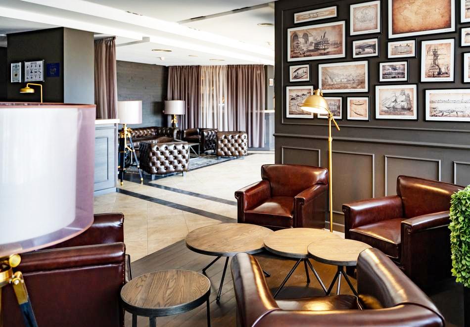 Нощувка със закуска на човек в двойна стая с изглед МОРЕ в хотел Панорама****, Варна, снимка 11