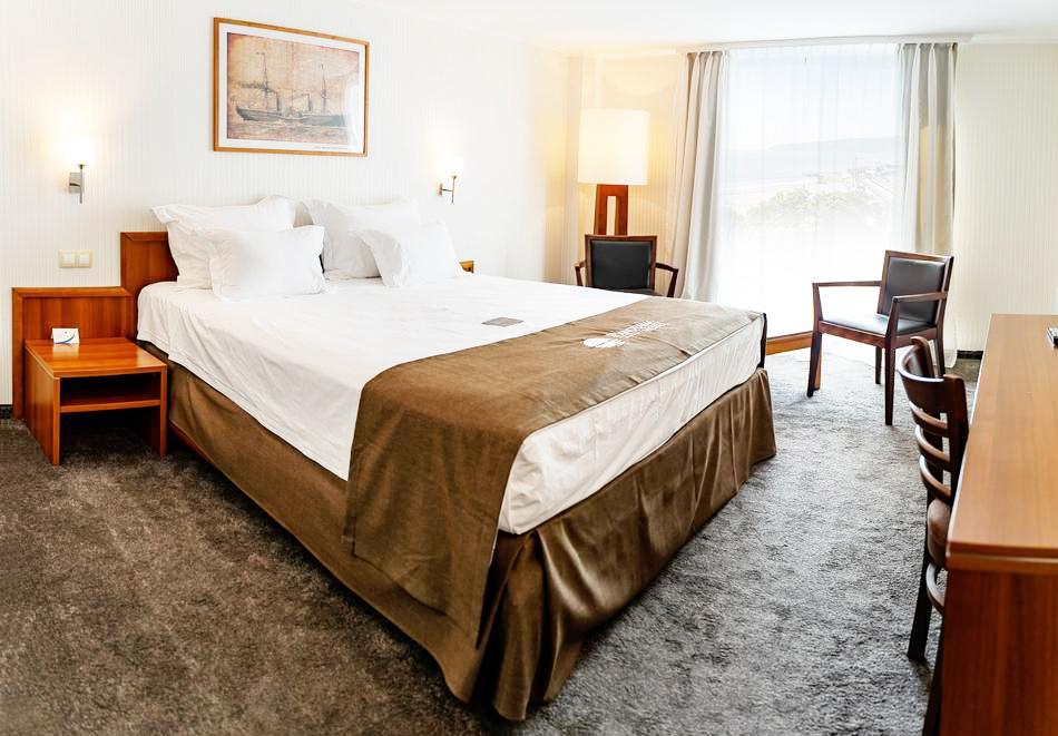 Нощувка със закуска на човек в двойна стая с изглед МОРЕ в хотел Панорама****, Варна, снимка 10