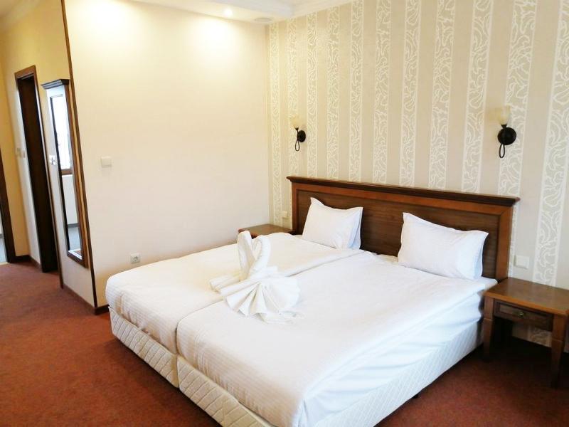 Нощувка на човек със закуска + басейн и сауна в Парк хотел Панорама, Банско, снимка 11