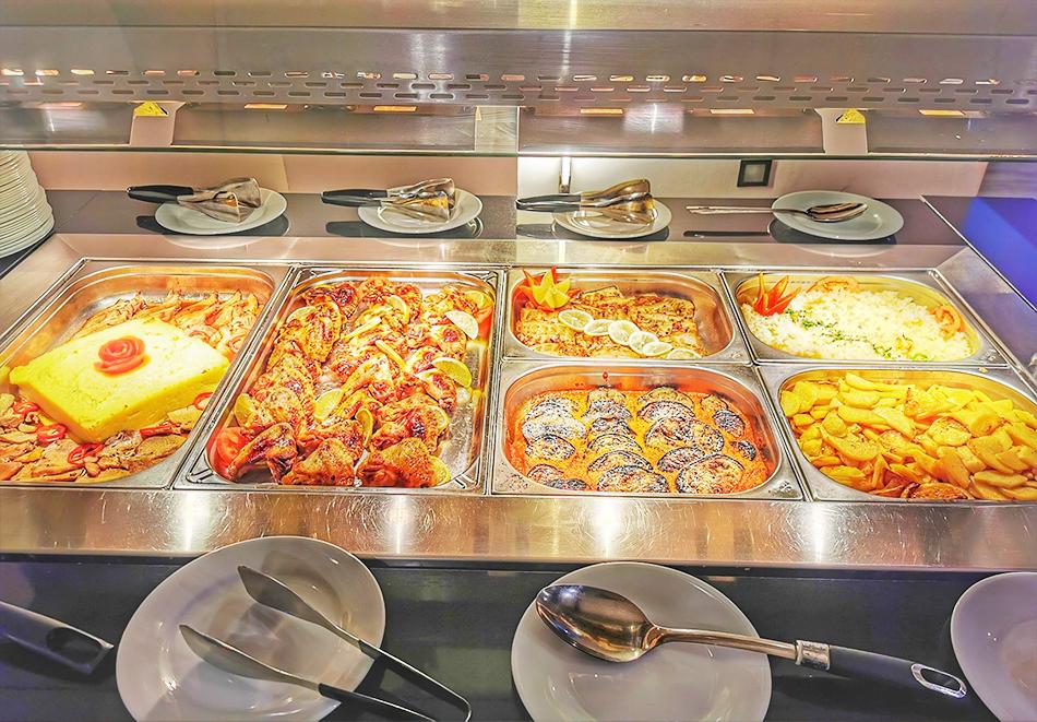 Великден в Банско! Нощувка на човек със закуска и вечеря + празничен обяд + басейн и релакс пакет в хотел Марая****, снимка 9