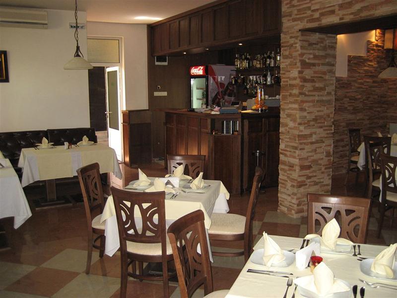 Нощувка със закуска за двама или за цялото семейство от Бутиков хотел Офир, Сандански, снимка 6