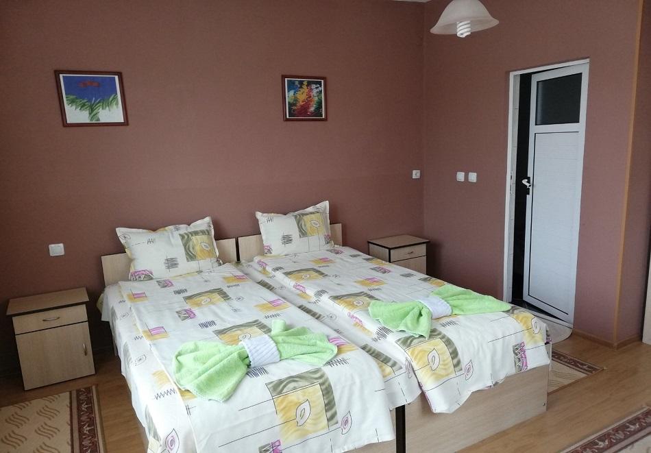 Нощувка или нощувка със закуска на човек в къща за гости Цопанов, Велинград, снимка 3