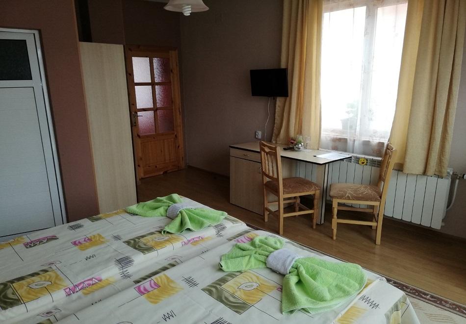 Нощувка или нощувка със закуска на човек в къща за гости Цопанов, Велинград, снимка 5