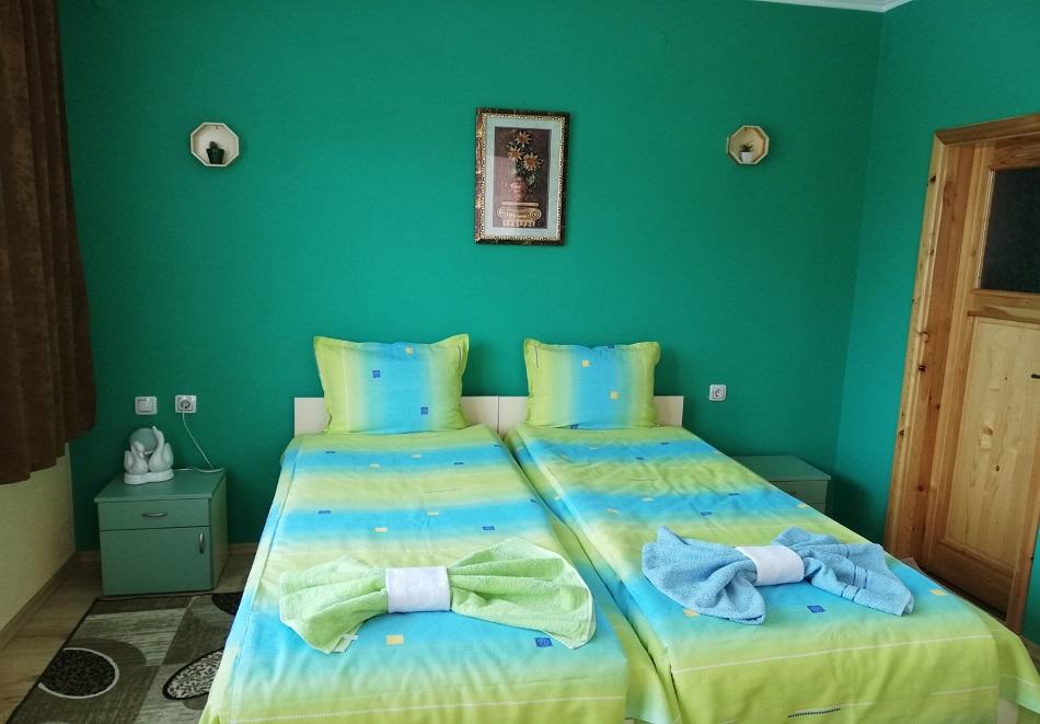 Нощувка или нощувка със закуска на човек в къща за гости Цопанов, Велинград, снимка 4