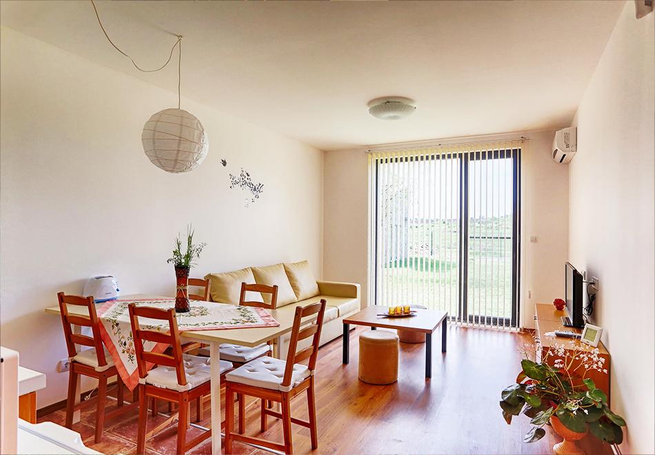 Почивка до Плевен! Наем на луксозна къща за до 16 човека + барбекю от Къща Чудна, село Бресте, Червен бряг, снимка 10