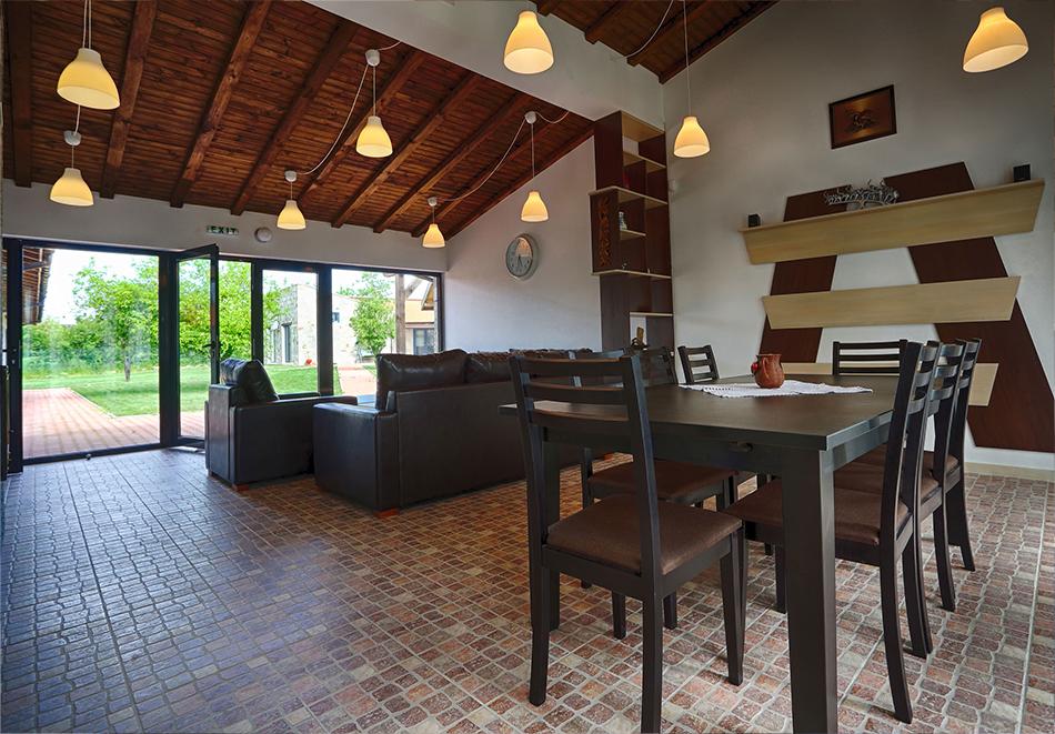 Почивка до Плевен! Наем на луксозна къща за до 16 човека + барбекю от Къща Чудна, село Бресте, Червен бряг, снимка 11