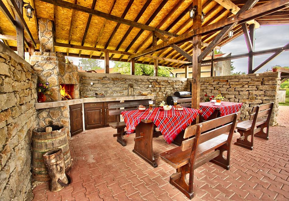 Почивка до Плевен! Наем на луксозна къща до 16 човека + барбекю от Къща Чудна, село Бресте, Червен бряг, снимка 10