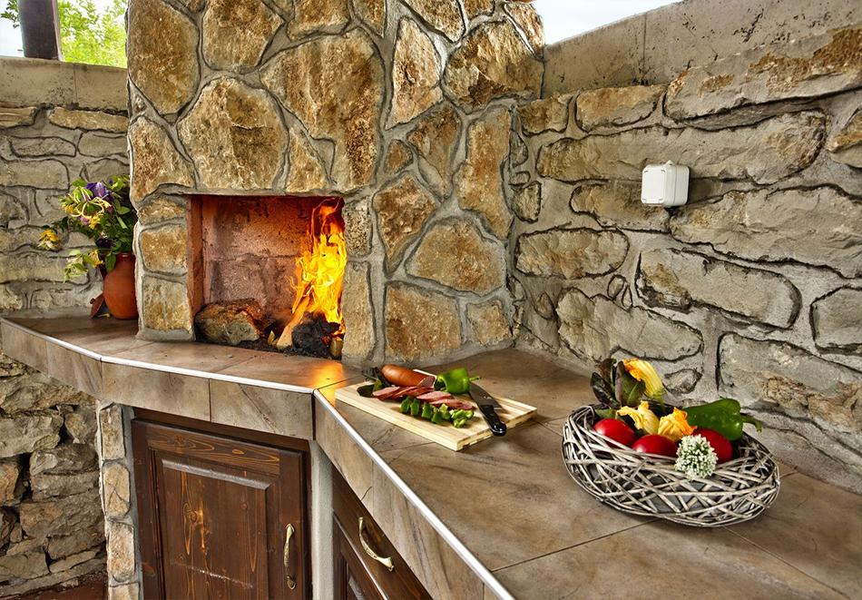 Почивка до Плевен! Наем на луксозна къща до 16 човека + барбекю от Къща Чудна, село Бресте, Червен бряг, снимка 15