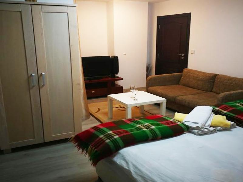 8-ми декември в Добринище! Нощувка на човек в къща за гости Байракови, снимка 2