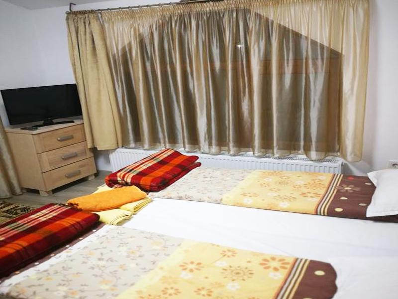 8-ми декември в Добринище! Нощувка на човек в къща за гости Байракови, снимка 4