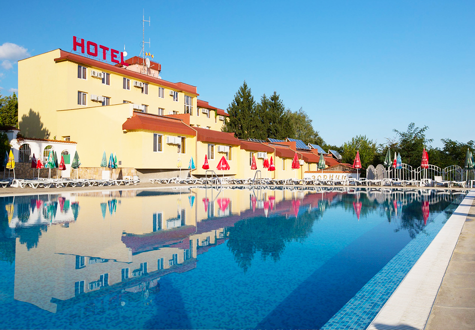 Нощувка на човек със закуска + басейн и релакс център с минерална вода в Комплекс Зорница, Казанлък, снимка 2