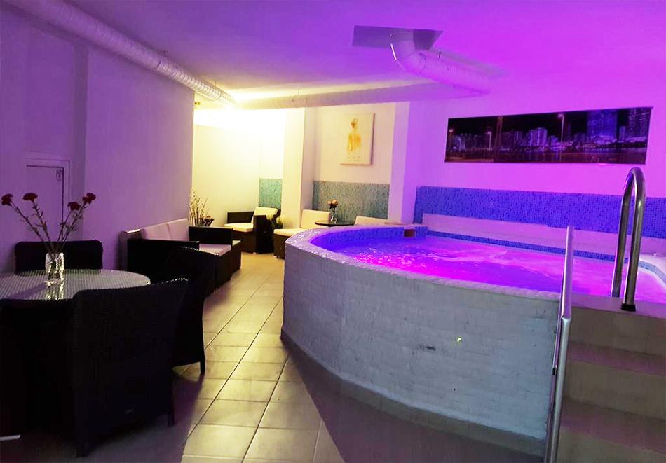 Нощувка на човек + минерален басейн и джакузи в хотел Мегас, Банкя, снимка 5