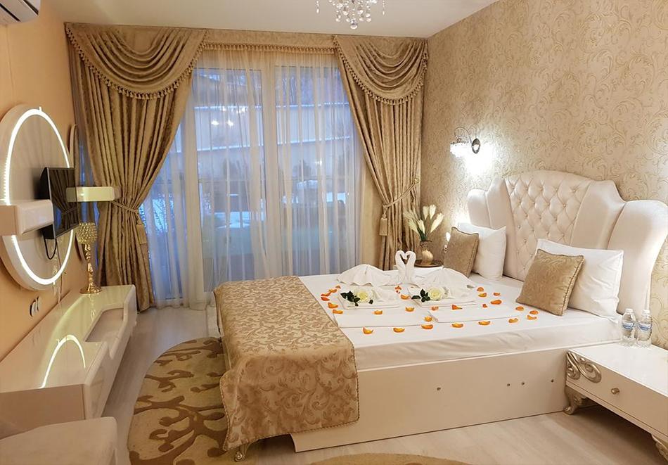 Нощувка на човек + минерален басейн и джакузи в хотел Мегас, Банкя, снимка 8