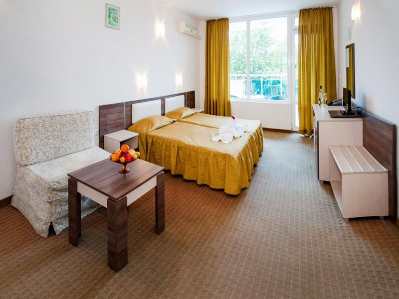 Уикенд в Слънчев Бряг! 2 нощувки на човек със закуски и вечери + басейн в хотел Есперанто, снимка 7